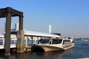 水上バス「ジュビリー号」