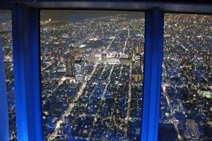 展望回廊から錦糸町方面を望む