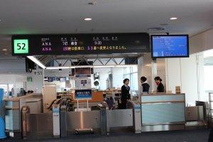 出発前の羽田空港搭乗口